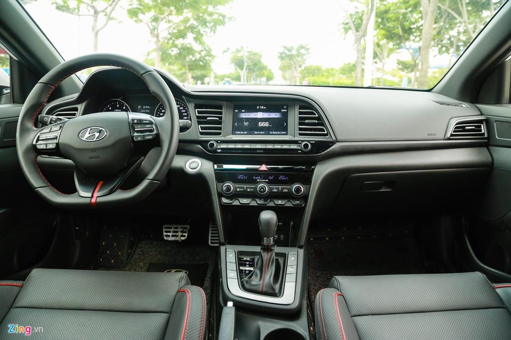 Mua sedan thể thao, nên chọn Honda Civic RS hay Hyundai Elantra Sport? - Hình 11