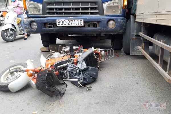 Xe tải tông liên tiếp ở Sài Gòn, thanh niên thiệt mạng, người phụ nữ nát chân - Hình 1
