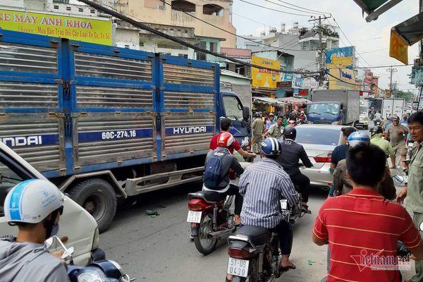 Xe tải tông liên tiếp ở Sài Gòn, thanh niên thiệt mạng, người phụ nữ nát chân - Hình 4
