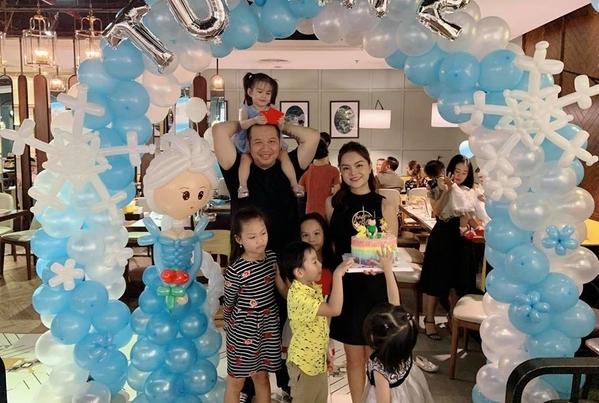 Phạm Quỳnh Anh - Quang Huy tái hợp đón Trung thu cùng hai con gái cưng - Hình 2