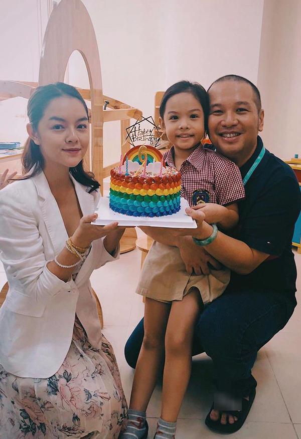 Phạm Quỳnh Anh - Quang Huy tái hợp đón Trung thu cùng hai con gái cưng - Hình 3