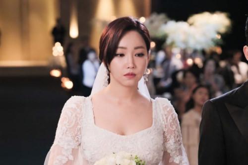 Bất ngờ chạm mặt cô dâu trong đám cưới đồng nghiệp, tôi nói một câu khiến cô ta lắp bắp - Hình 2