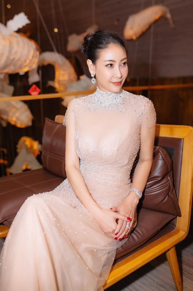 Hoa hậu có xuất thân khủng nhất Việt Nam: Cuộc đời long đong lận đận, trải qua sóng gió mới tìm thấy hạnh phúc - Hình 19