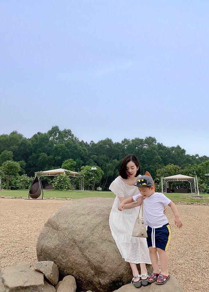 Hot mom Ly Kute: Từ cô gái ôm bụng bầu lên chùa tĩnh tâm vì bạn trai bỏ đến bà mẹ đơn thân chăm chỉ kiếm tiền, cho con học hẳn trường quốc tế - Hình 8