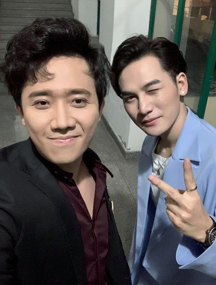 Trấn Thành tiết lộ bị trai đẹp bu vào dù đang đi cùng bà xã Hari Won - Hình 2