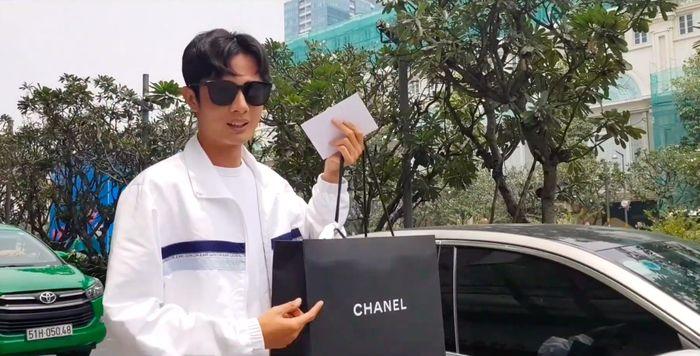 Bị anti-fan đá xoáy clip khoe quà tặng Sĩ Thanh, Huỳnh Phương đanh thép đáp: Dư tiền quá, giờ làm gì? - Hình 1