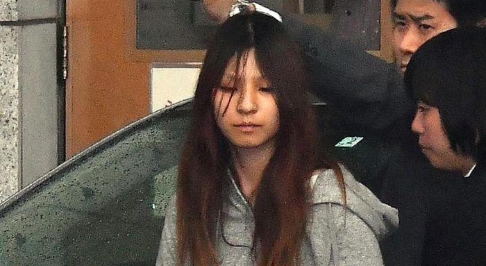 Bé gái 5 tuổi bị cha dượng ngược đãi đến chết, cuốn nhật ký khiến người mẹ òa khóc trước tòa - Hình 2
