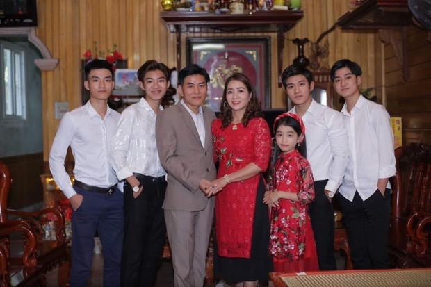 Đâu chỉ có tứ huynh đệ ở Nghệ An, đây là những gia đình đông chị em mà ai cũng đẹp xuất sắc nổi tiếng MXH - Hình 2