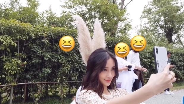 Hậu tin đồn ly hôn Huỳnh Hiểu Minh, lâu lắm rồi mới thấy Angelababy cười tươi tới vậy - Hình 1