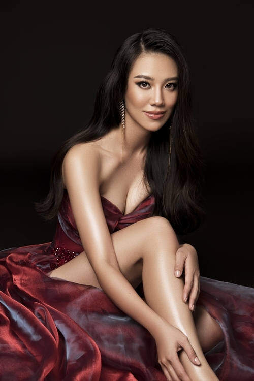 Người đẹp Kim Duyên diện đầm cúp ngực - Hình 1