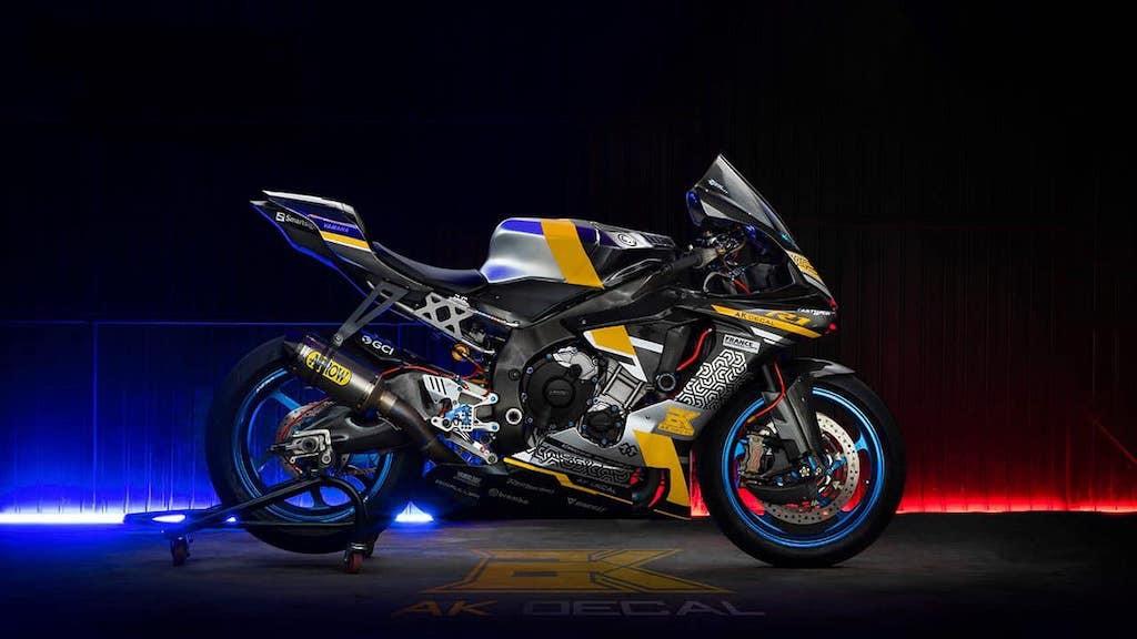 Chiêm ngưỡng vẻ đẹp Yamaha R1 độ kiểu xe đua hàng khủng tại TP.HCM - Hình 2