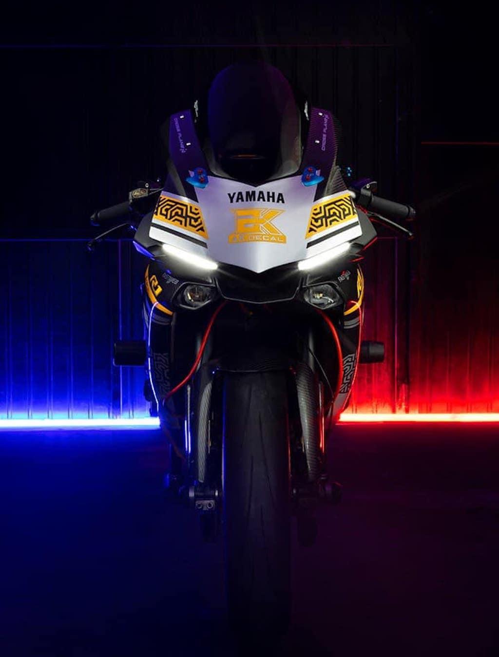 Chiêm ngưỡng vẻ đẹp Yamaha R1 độ kiểu xe đua hàng khủng tại TP.HCM - Hình 1