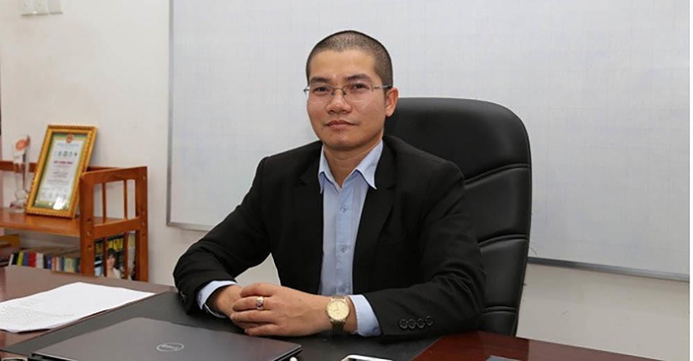 Anh em Nguyễn Thái Luyện từng về quê tặng áo mưa, mũ bảo hiểm - Hình 1