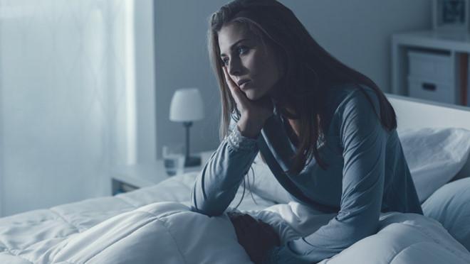 Bạn có hay bị thức giấc giữa đêm không? Hãy thử những điều sau - Hình 1