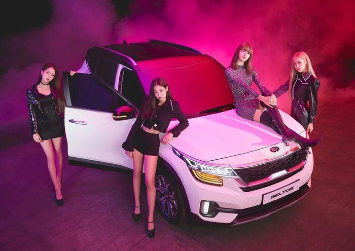 BLACKPINK xuất hiện sang chảnh trong photoshoot hợp tác giữa Elle Magazine và Kia Motors - Hình 2