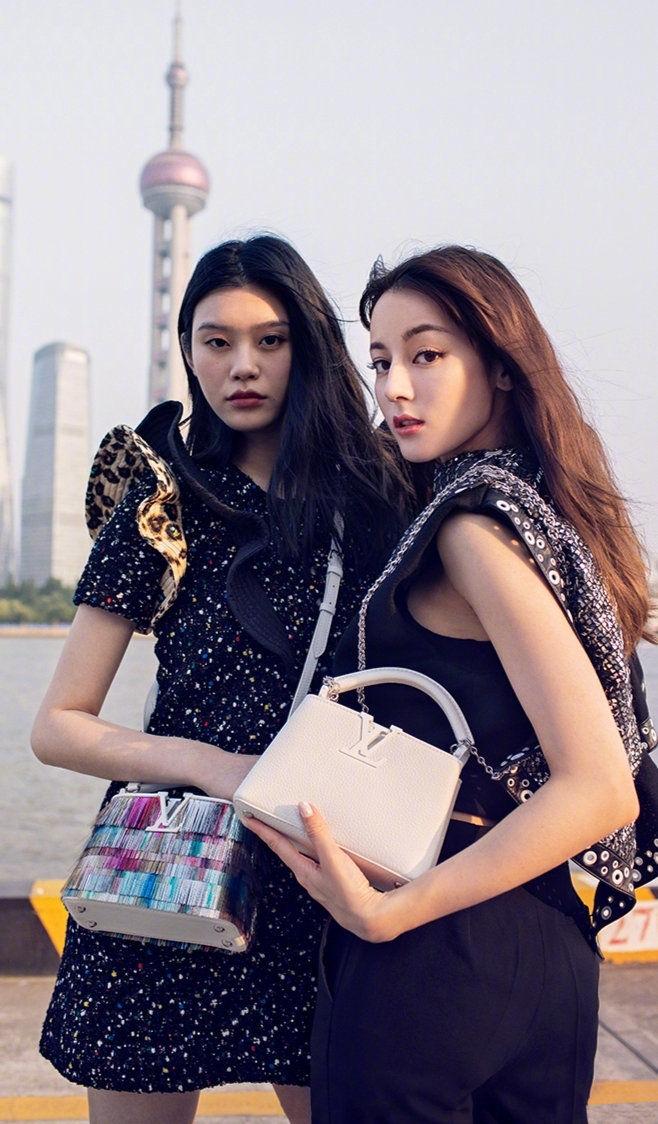Địch Lệ Nhiệt Ba sánh vai cùng thiên thần nội y Ming Xi trong chiến dịch quảng cáo của nhà mốt Louis Vuitton - Hình 2