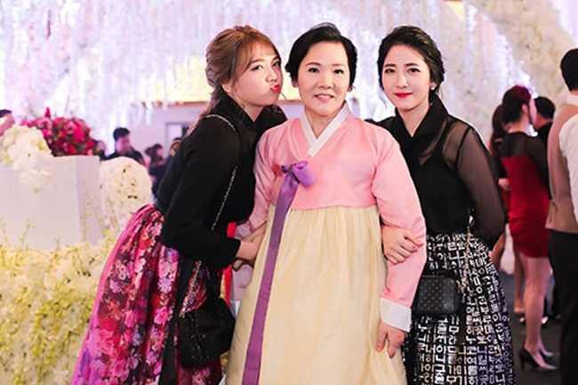 Ít ai biết Hari Won có em gái dịu dàng, xinh đẹp như thế này! - Hình 1