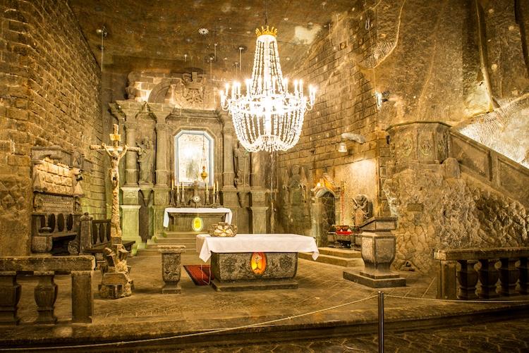 Khám phá nhà thờ dưới lòng đất được xây dựng hoàn toàn từ muối - Hình 1