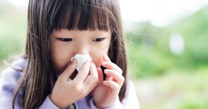 Không thể ngờ bụi mù ảnh hưởng đến sức khỏe trẻ nhỏ đáng sợ thế này, các phụ huynh phải biết ngay - Hình 2