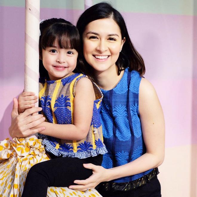 Mỹ nhân đẹp nhất Philippines đưa con đi chơi, nào ngờ 2 bé chiếm spotlight vì ngày càng rõ nét đẹp lai hiếm có - Hình 2