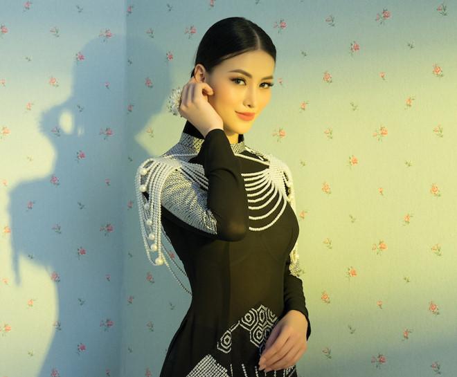 Phương Khánh, HHen Niê đẹp huyền bí trong bộ sưu tập áo dài mới của Võ Việt Chung - Hình 1