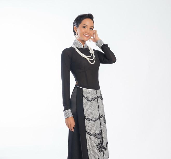 Phương Khánh, HHen Niê đẹp huyền bí trong bộ sưu tập áo dài mới của Võ Việt Chung - Hình 2