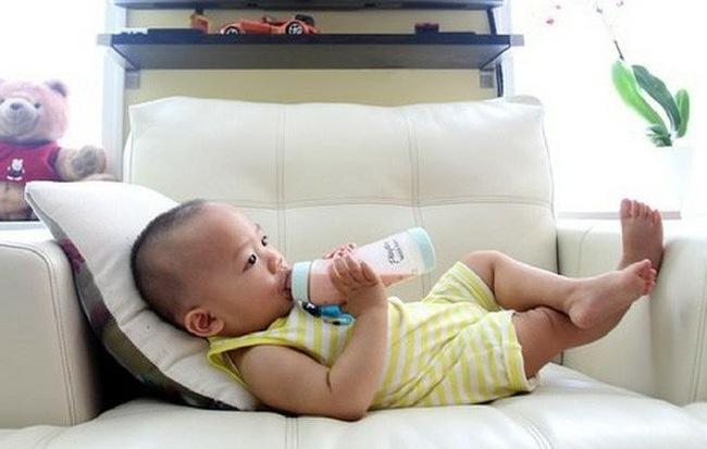 Tổ chức dinh dưỡng Mỹ khuyên cha mẹ không nên cho trẻ dưới 1 tuổi uống loại đồ uống này, dù chỉ là một chút - Hình 1