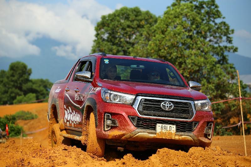 Trải nghiệm lái xe địa hình với Toyota Hilux tại PVOIL VOC 2019 - Hình 1