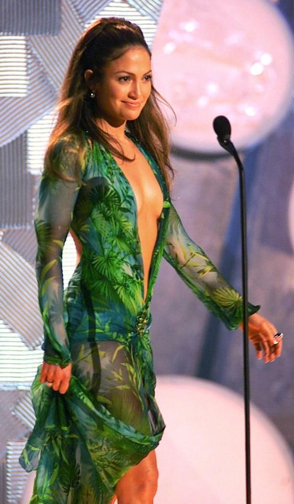 Vì sao chiếc váy xanh 'lịch sử' của Jennifer Lopez tại lễ trao giải Grammy 2000 lại khiến Google Image ra đời? - Hình 2