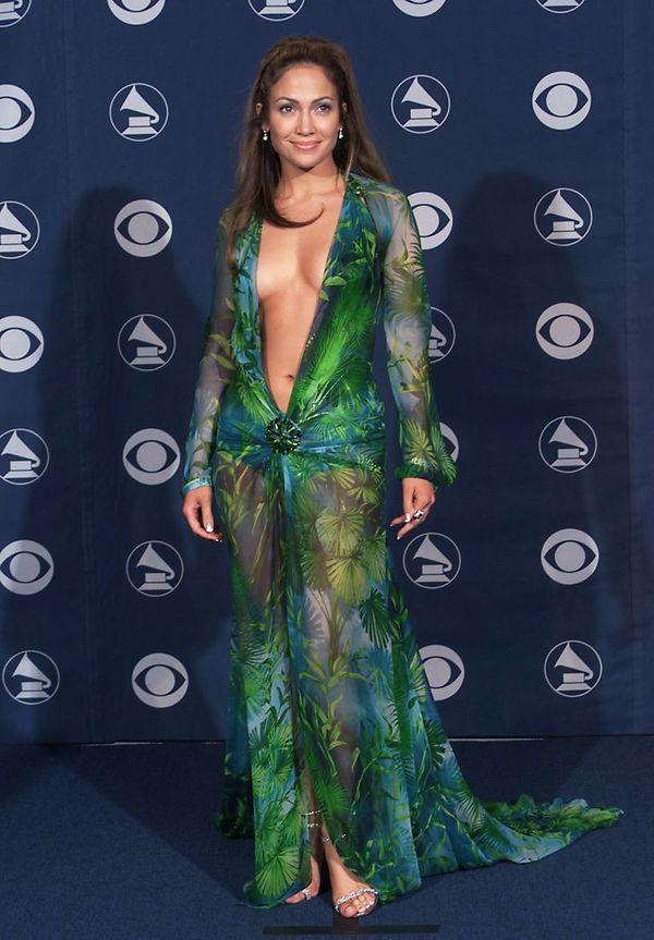 Vì sao chiếc váy xanh 'lịch sử' của Jennifer Lopez tại lễ trao giải Grammy 2000 lại khiến Google Image ra đời? - Hình 1