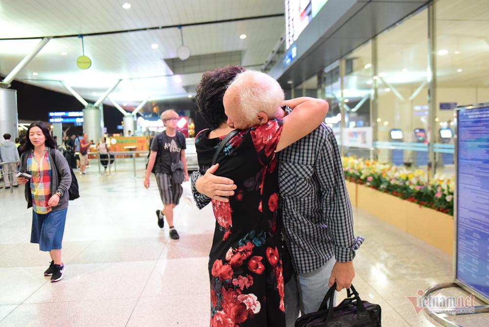 Nụ hôn chia tay người tình Việt 50 năm của cựu binh Mỹ trước khi lên máy bay - Hình 14
