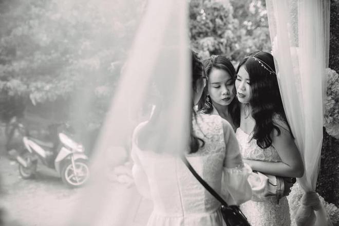 Đôi bạn thân 13 năm ôm nhau mừng rơi nước mắt trong ngày cưới: Thật vui vì chúng ta đã ở cạnh nhau lâu như thế! - Hình 2