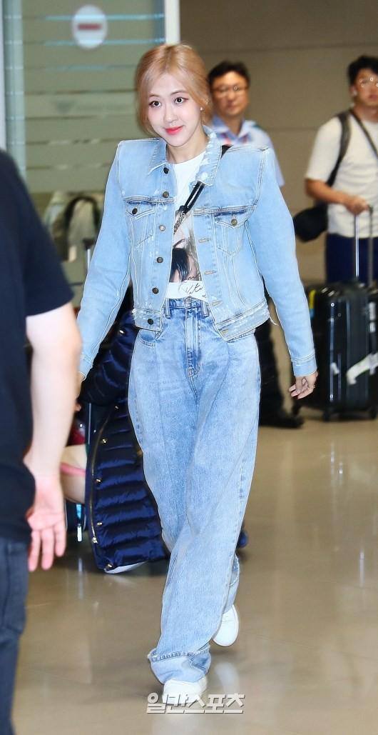Màn đọ sắc bất ngờ của 2 mỹ nhân BLACKPINK ở sân bay: Jennie như tiểu thư tài phiệt, Rosé bất chấp cả góc dìm hàng - Hình 2