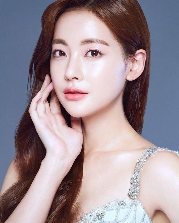 Danh tính tiểu tam xen giữa Goo Hye Sun và Ahn Jae Hyun: Bạn gái cũ Kim Bum và mỹ nhân U40 bốc lửa vào vòng nghi vấn! - Hình 2