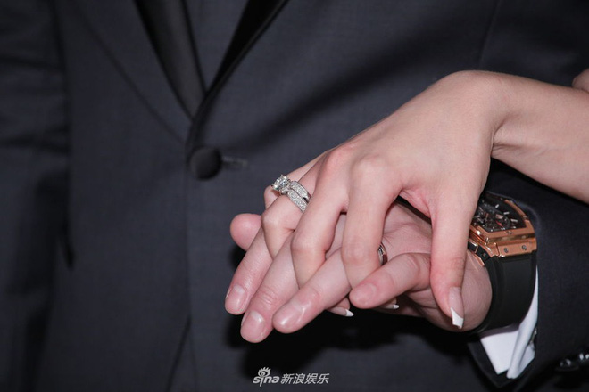 Mỹ nhân Lan Quế Phường khoe khuôn ngực căng đầy bên chồng đại gia trong hôn lễ, nhẫn kim cương khủng chiếm trọn spotlight - Hình 3