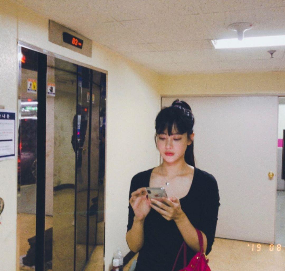 Tiểu tam tin đồn đòi kiện Goo Hye Sun: Thường xuyên lên đồ như nữ sinh, nói đã hơn 30 tuổi chắc chẳng ai tin - Hình 14