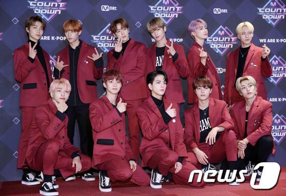11 thành viên X1, Sunmi và UP10TION đổ bộ thảm đỏ M Countdown - Hình 32