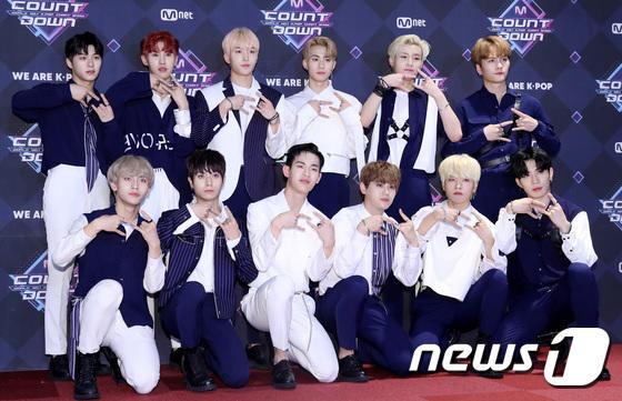11 thành viên X1, Sunmi và UP10TION đổ bộ thảm đỏ M Countdown - Hình 27