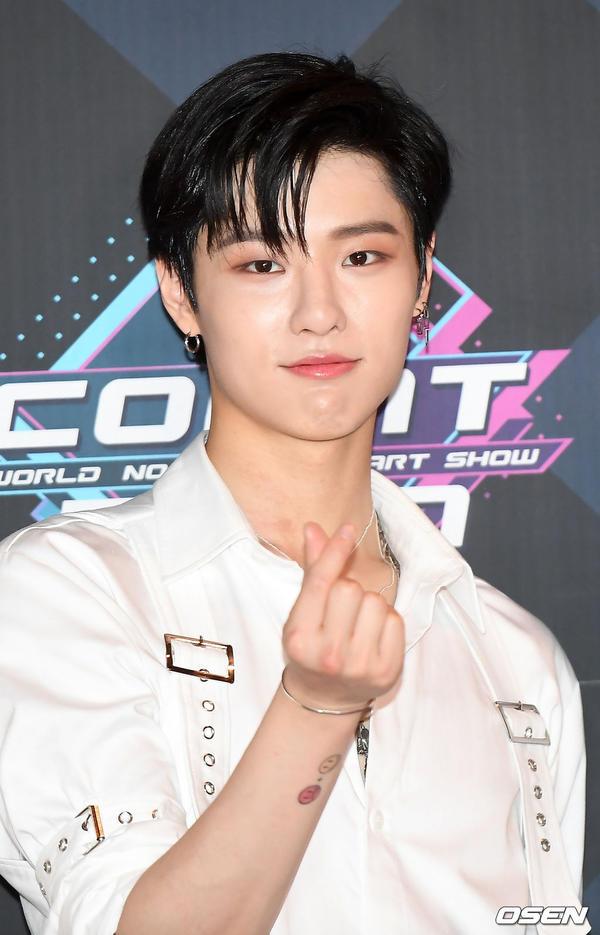 11 thành viên X1, Sunmi và UP10TION đổ bộ thảm đỏ M Countdown - Hình 8