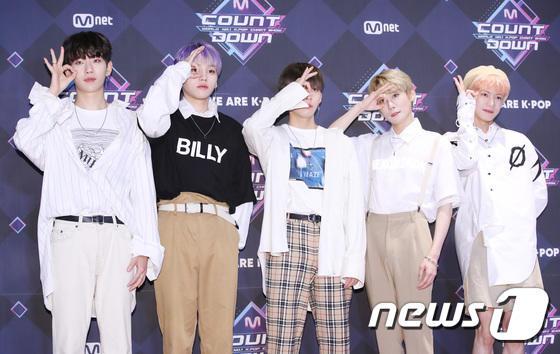 11 thành viên X1, Sunmi và UP10TION đổ bộ thảm đỏ M Countdown - Hình 26