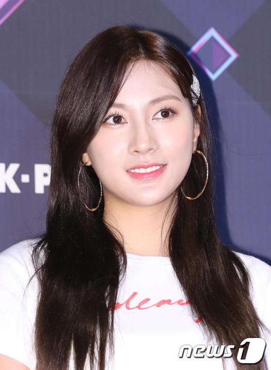 11 thành viên X1, Sunmi và UP10TION đổ bộ thảm đỏ M Countdown - Hình 24
