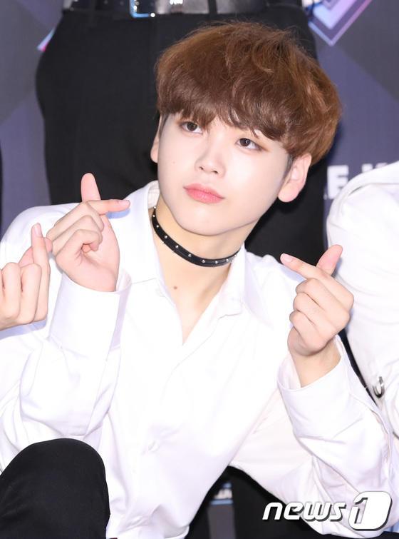 11 thành viên X1, Sunmi và UP10TION đổ bộ thảm đỏ M Countdown - Hình 18