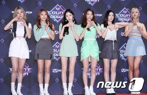 11 thành viên X1, Sunmi và UP10TION đổ bộ thảm đỏ M Countdown - Hình 31
