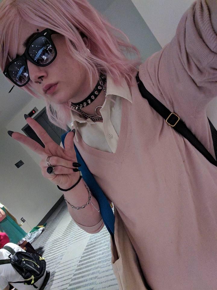 Chàng trai Ayato Yuri cool ngầu với cặp kính đen - Hình 2