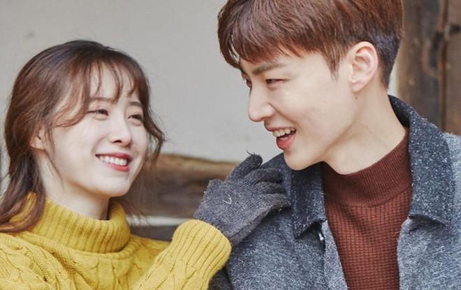 Động thái Goo Hye Sun và Ahn Jae Hyun sau tin ngoại tình: Chồng phải đi xin lỗi bạn diễn, vợ hiền bất ngờ dù bị kiện - Hình 2