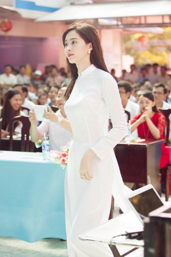 Ngày khai giảng, khoảnh khắc với áo dài trắng của các nàng Hậu Việt thuở nào lại gây xao xuyến - Hình 1