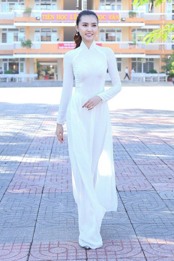 Ngày khai giảng, khoảnh khắc với áo dài trắng của các nàng Hậu Việt thuở nào lại gây xao xuyến - Hình 4