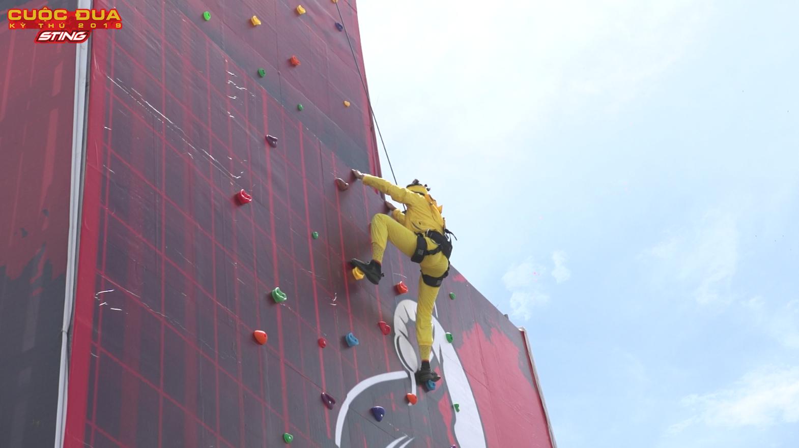 Thót tim với màn nhảy từ tòa nhà cao 12 tầng của H'Hen Niê trong tập Chung kết Cuộc đua kỳ thú 2019 - Hình 10