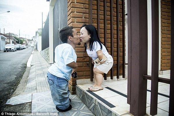 Kết hôn sau 8 năm yêu, cặp đôi vợ chồng 90cm khó sinh con bây giờ ra sao? - Hình 4