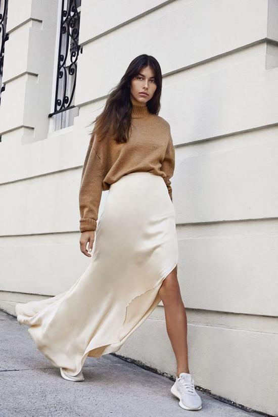 Phối áo len cùng váy lụa - Hình 6